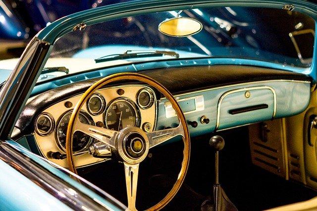 Umowa kupna sprzedaży samochodu firmowego: co musi zawierać?